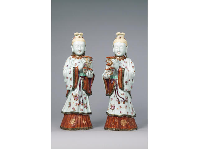 Pair famille rose figures