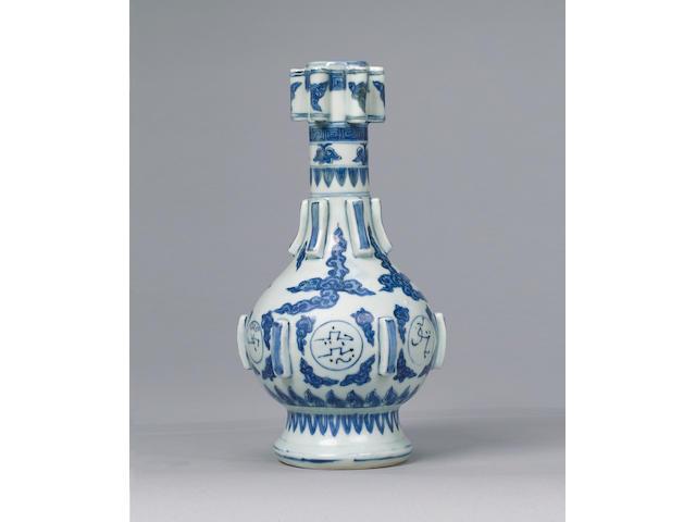 A blue & white vase