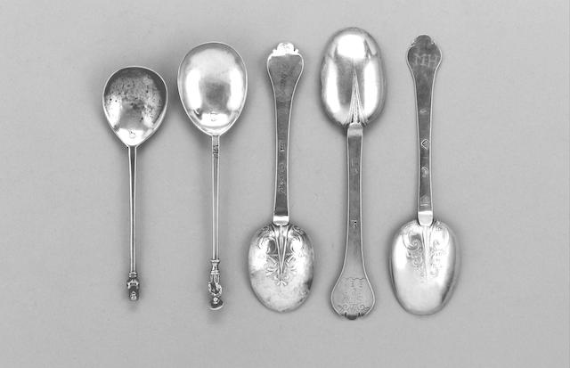 A rare early 17th century East Anglia silver apostle spoon with a rayed nimbus, maker's mark possibly FC conjoined, tentatively ascribed to Francis Cobb, King's Lynn circa 1610,