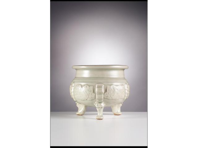 An important Yaozhou pale-celadon-glazed  archaistic tripod censer Jin Dynasty