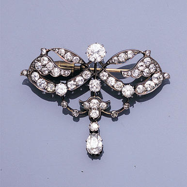A late Victorian diamond brooch,