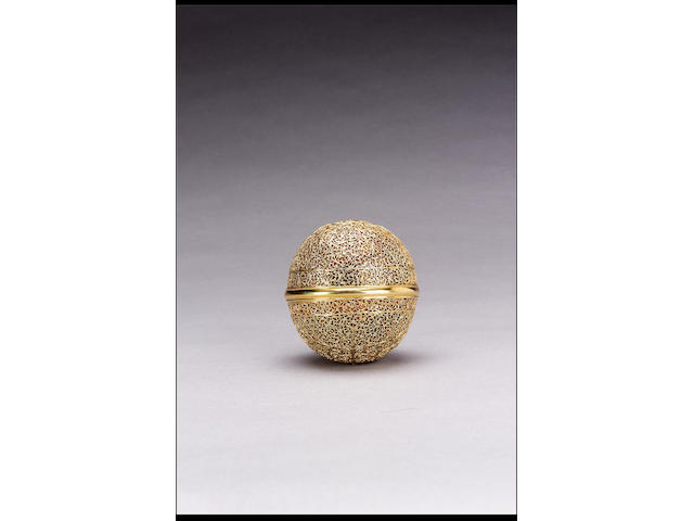 "A late 17th/early 18th Century Indian gold ""Goa stone"" container"