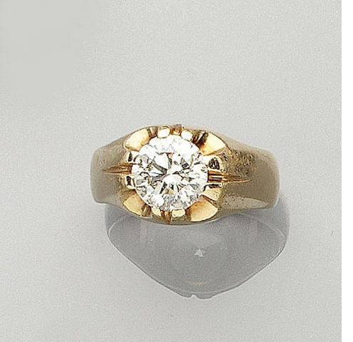 A diamond single-stone gentlman's ring,