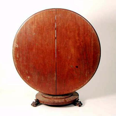 A William IV mahogany loo table, 133cm diameter.