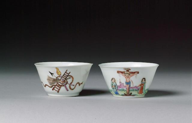 A pair of Crucifixion teabowls circa 1730-40