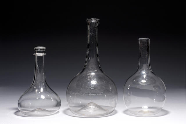 PLAIN SHAFT & GLOBE DECANTER WITH STRING RIM C1730