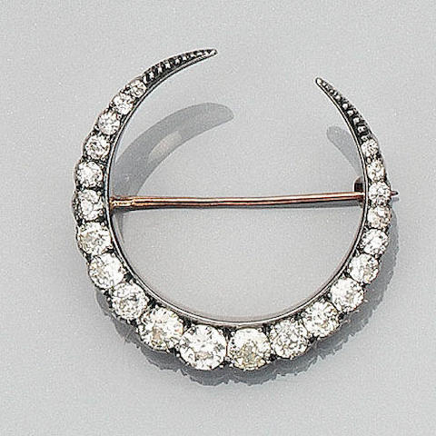 A late Victorian crescent brooch