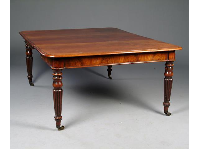 Early 19th century mahogany dining table