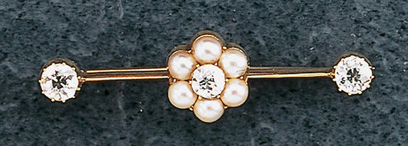 A 15 carat gold knife-edge bar brooch,