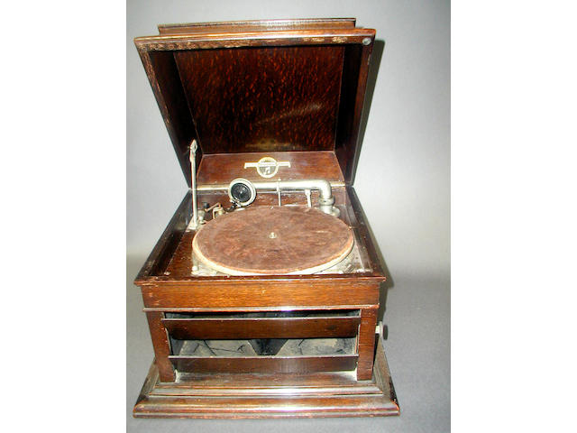 A Columbia Grafonola model 119 table top gramophone,