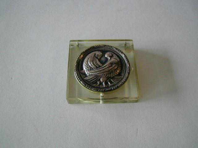 A square transparent composition compact,