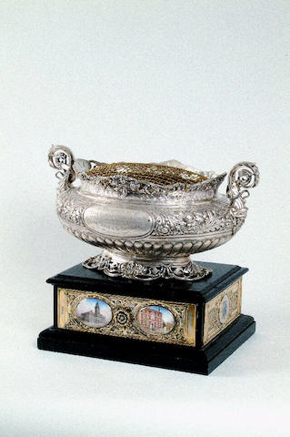 An Edward VII two-handled presentation rose bowl, by Z. Barraclough and Sons (of Leeds), Sheffield 1903,