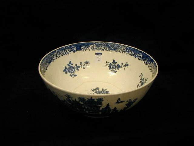 A Lowestoft porcelain blue and white bowl,