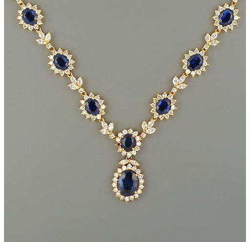 A sapphire and diamond necklace (2)
