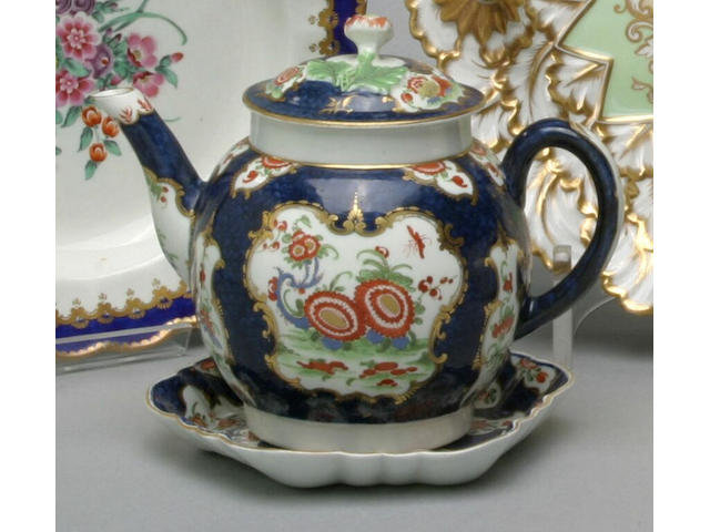 A Worcester scale blue teapot, cover and stand,
