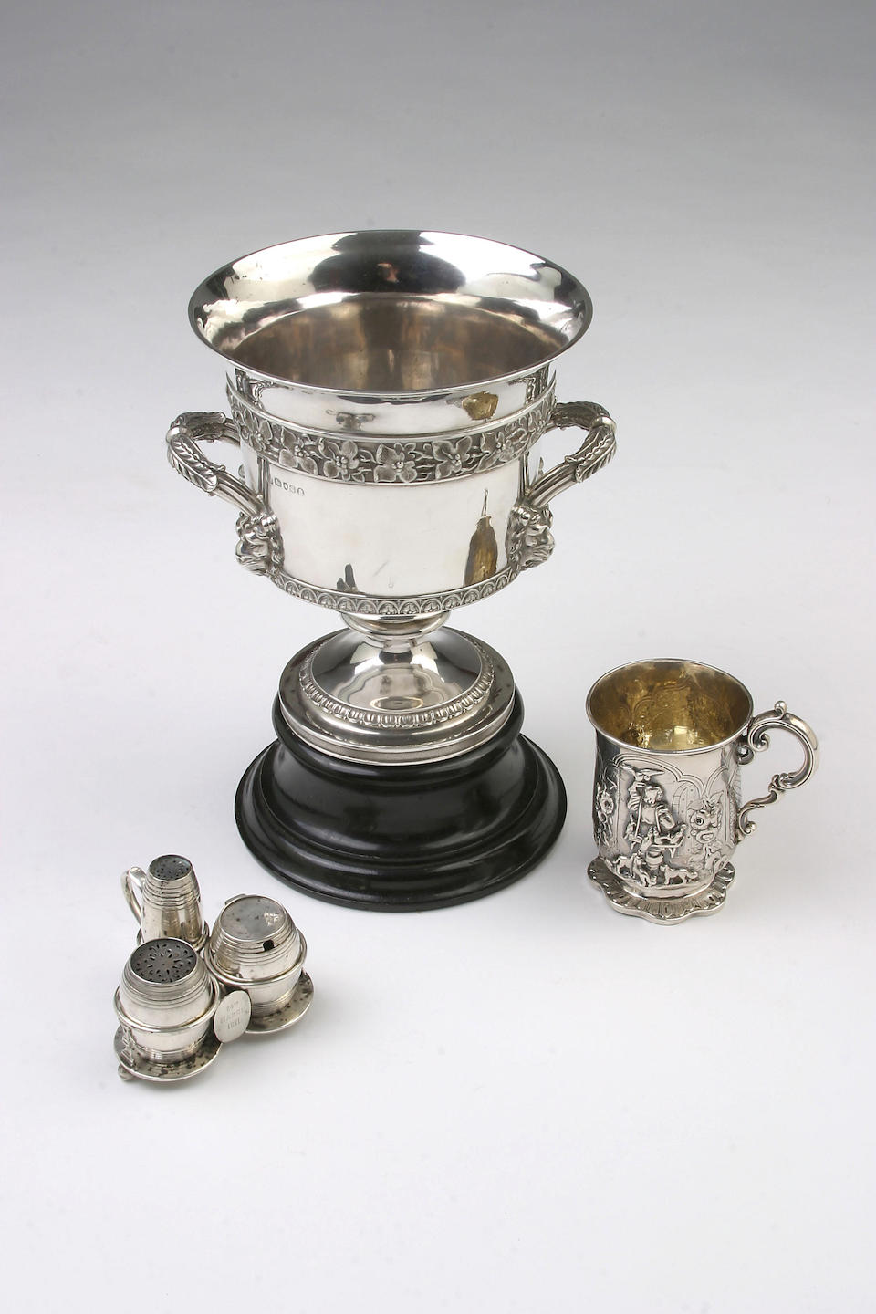 A George III twin handled cup, by Emes and Barnard, London 1817,