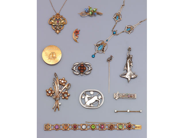 A quantity of jewellery,