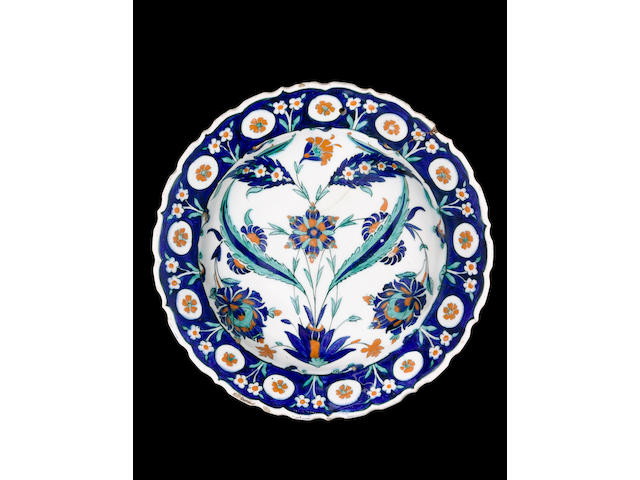 A Damascus type Iznik pottery Dish Turkey, circa 1560