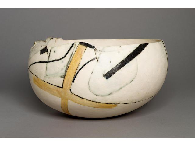 Gordon Baldwin a round-bottomed Bowl, 1984 Diameter 12 in. (30.5cm)