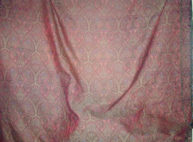 A long shawl,