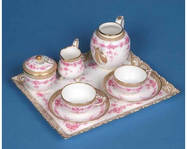A Worcester cabinet set,