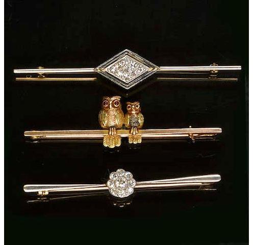 A diamond set bar brooch