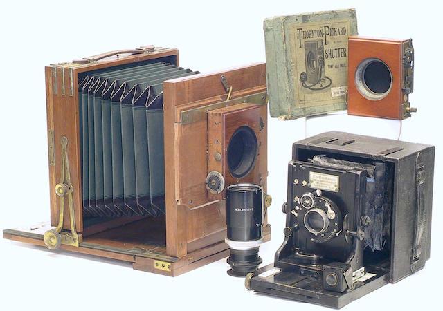 Una hand camera,
