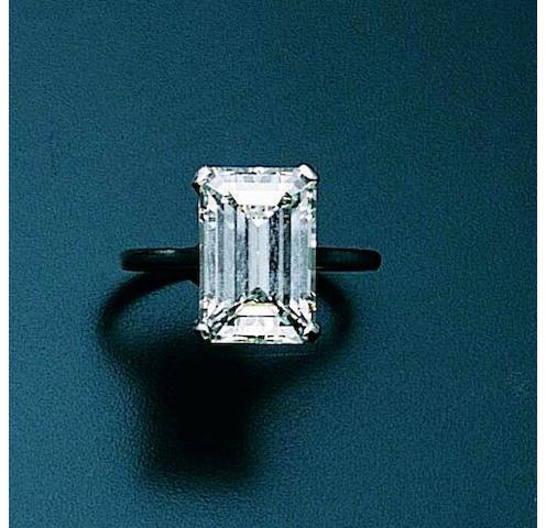 Z11577 A diamond single-stone ring