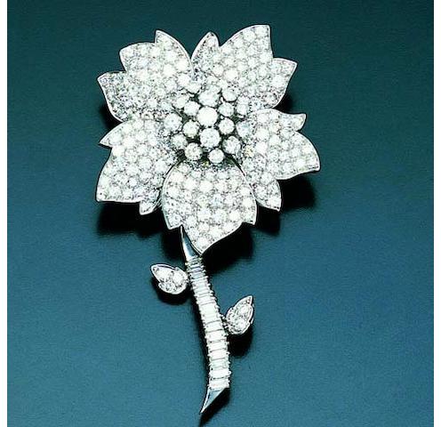 Y34096 A diamond set floral design brooch