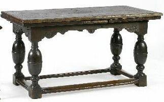 A 19th Century draw-leaf table, Dutch,