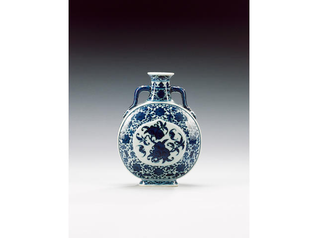A blue and white 'pilgrim' flask,