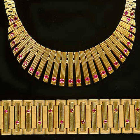 A gold and ruby fringe necklace (2)