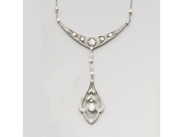 An Edwardian diamond pendant necklace,