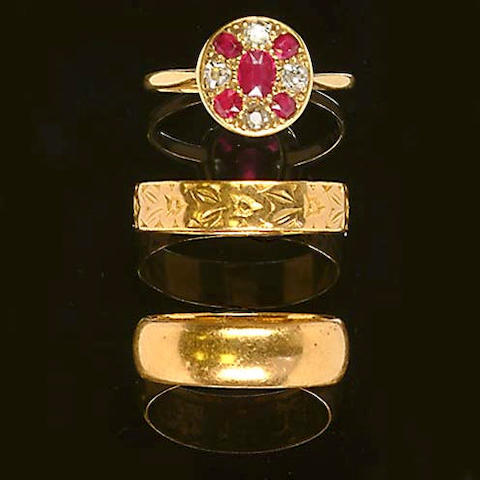 An early 20th century ruby and diamond cluster ring (3)