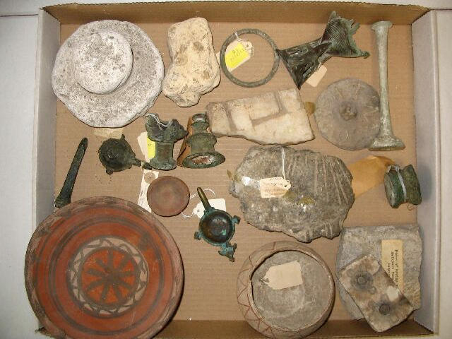 A miscellaneous group of objects and fragments (a lot)