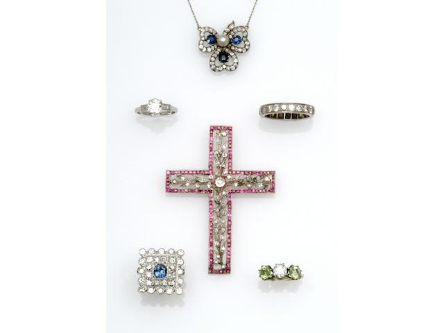 A Victorian Essex crystal brooch