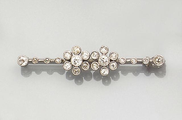 An Edwardian diamond-set bar brooch