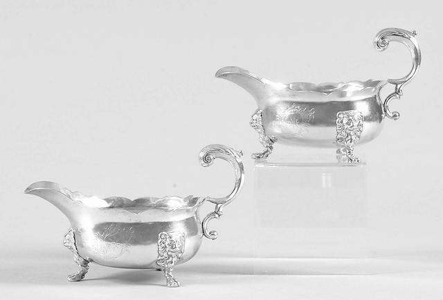 A pair of George II sauceboats David Hennell, 1742,