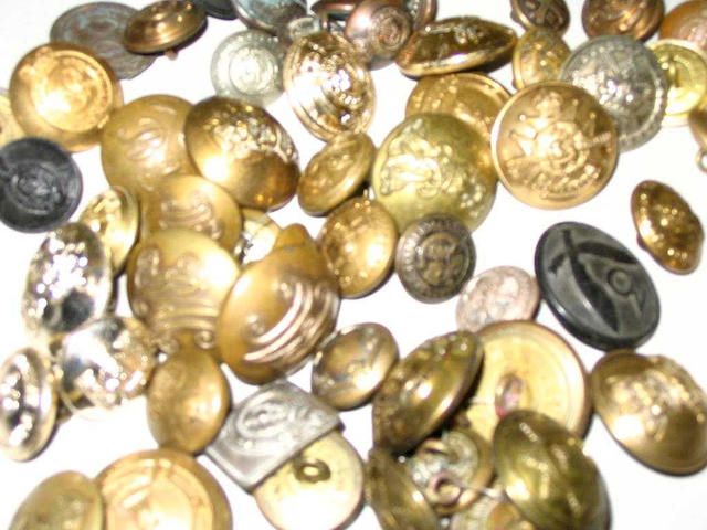 A bag of over 400 military buttons,