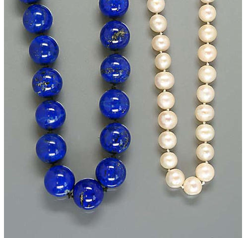 A cultured pearl necklace, (3)