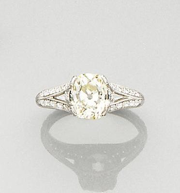 An diamond single-stone ring