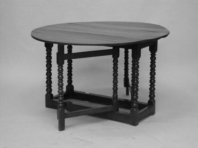 An oak gateleg table,