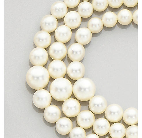 A three strand cultured pearl necklace, (3)