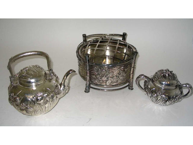 A matching 20th Century Oriental tea kettle and sugar bowl and cover Stamped with Oriental characters,