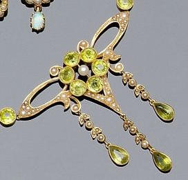 An Edwardian seed pearl and peridot necklace
