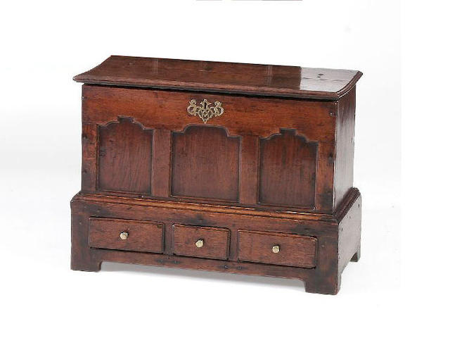 An early 18th Century oak coffer bach,