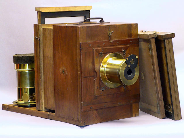 French sliding box camera, mid 19th Century, in oiled walnut with dovetailed joints.