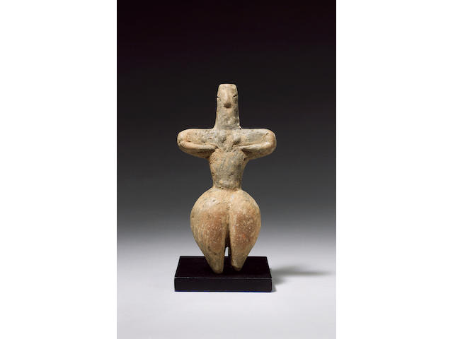 A Neolithic grey clay female standing idol