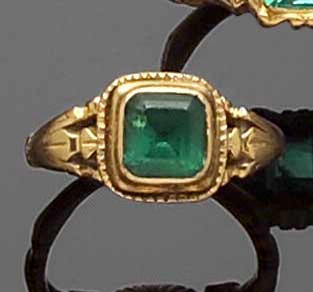 An early Victorian gold and emerald ring