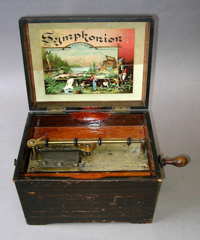 Musical box with a single disc (split to the top)